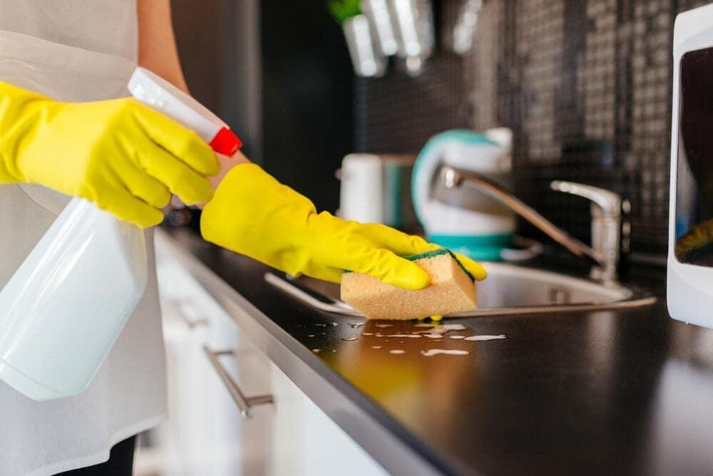 mutfaktaki istenmeyen bakteriler temizligi